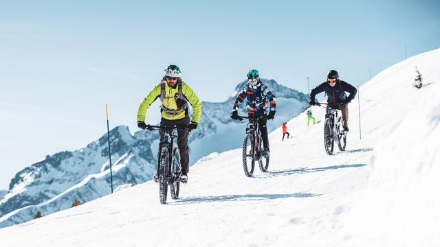 VTTAE et Ebike sur les pistes enneigées des 2 Alpes