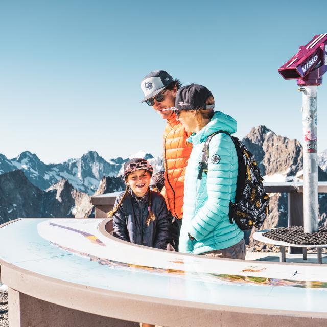 095-les-2-alpes-famille-glacier-humain-marche-randonnee-trail-printemps-ete.jpg