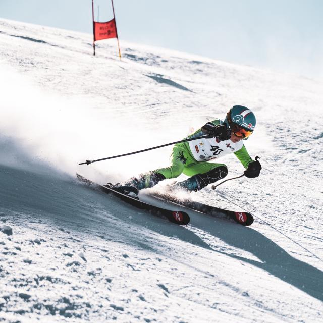 Jeune skieur compétition participant à la tout schuss Cup organisé par Marion Rolland aux Deux-Alpes