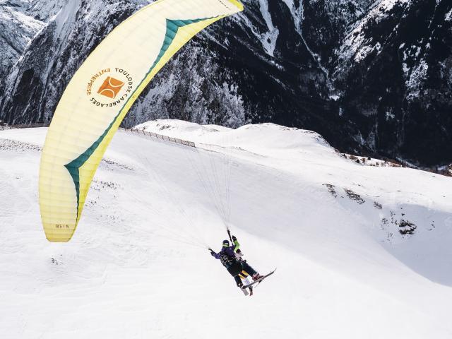 Parapente biplace face a la Muselle aux 2 Alpes