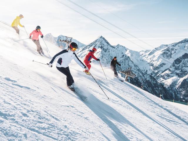 Ski en groupe encadré par moniteur lors d'un séjour aux Deux-Alpes