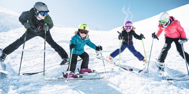Prêt au départ pour une journée ski en famille aux Deux-Alpes