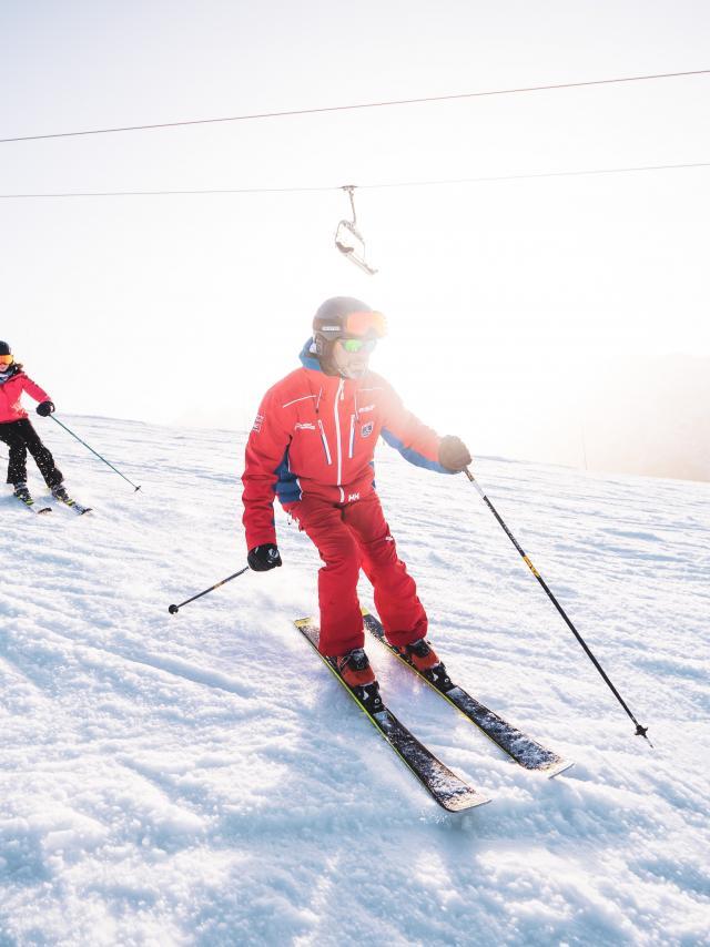Leçon au coucher de soleil pour un groupe de skieurs aux Deux-Alpes