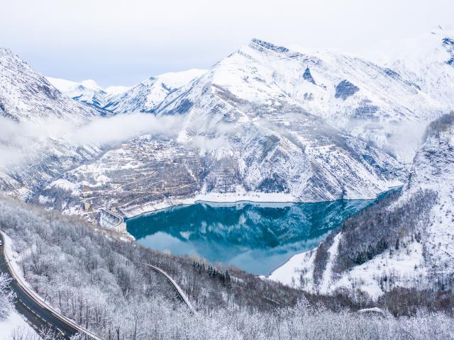 Lac Chambon Route Paysage Les 2 Alpes Hiver