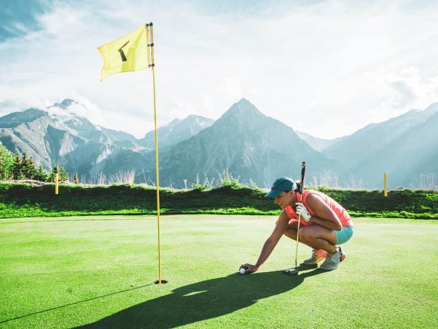 golf-femme-sport-ete-les2alpes.jpg