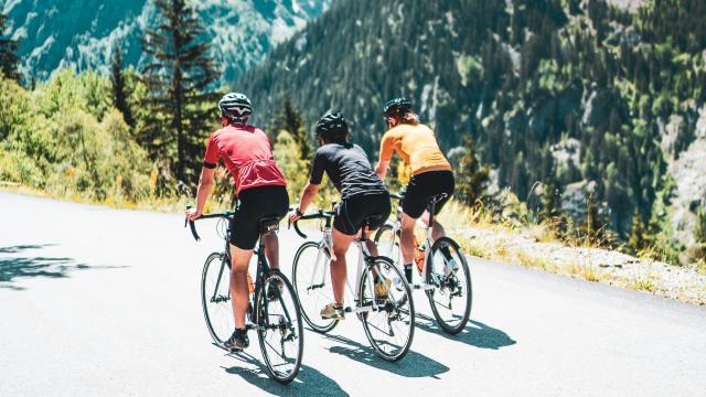 groupe-cycliste-ete-isere-les2alpes.jpg