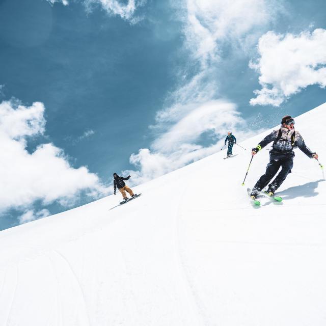 ski-ete-glacier-groupe-les2alpes.jpg
