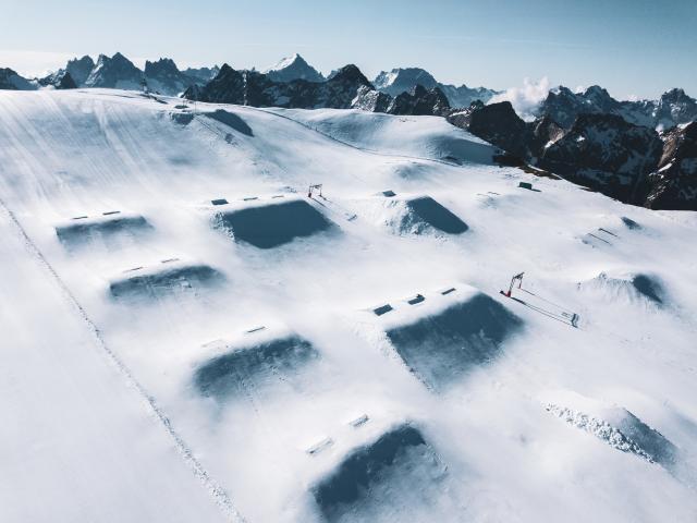 snowpark-ete-glacier-les2alpes.jpg