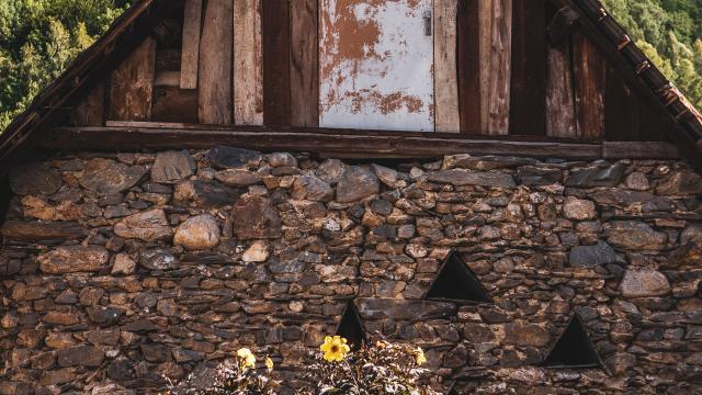 vieille-maison-mont-de-lans-bois-ete-2alpes.jpg