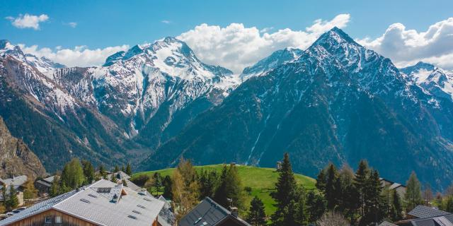 vue-sur-le-village-de-venosc-depuis-les-2-alpes.jpg