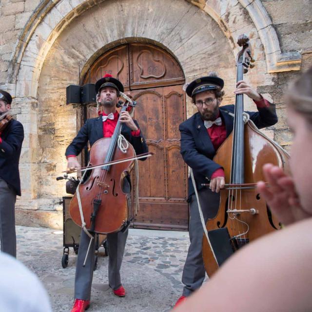 Les Grimaldines Dans Les Rues Festival Golfe De Saint Tropez (22)