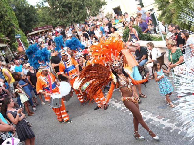 Les Grimaldines Dans Les Rues Festival Golfe De Saint Tropez (24)