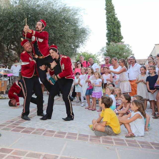Les Grimaldines Dans Les Rues Festival Golfe De Saint Tropez (35)
