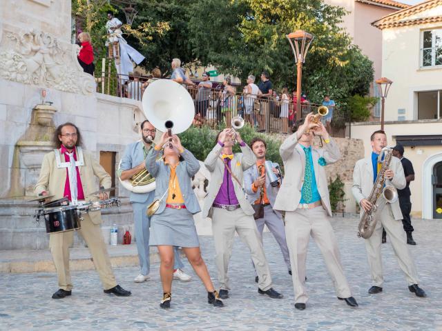 Les Grimaldines Dans Les Rues Festival Golfe De Saint Tropez (43)