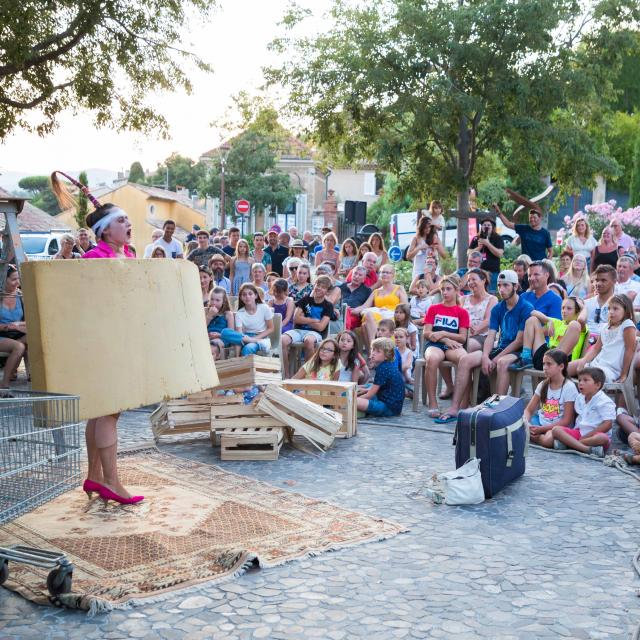 Les Grimaldines Dans Les Rues Festival Golfe De Saint Tropez (5)