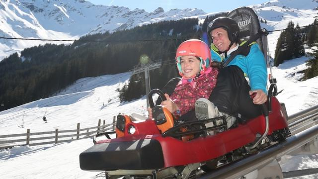 Le Pleynet / Les 7 Laux : Young and old enjoy themselves aboard the Wiz Luge