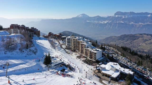 Prapoutel / Les 7 Laux : Vue sur la vallée du Grésivaudan et la ville de Grenoble depuis Prapoutel