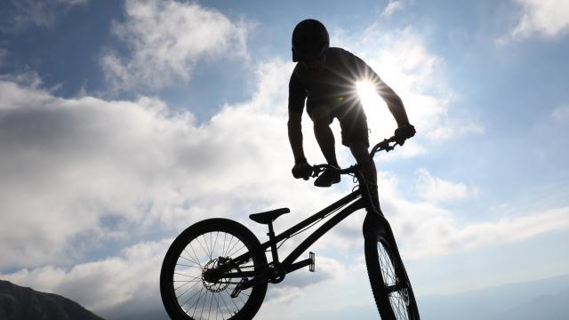 Tricks en vélo en montagne aux 7 Laux
