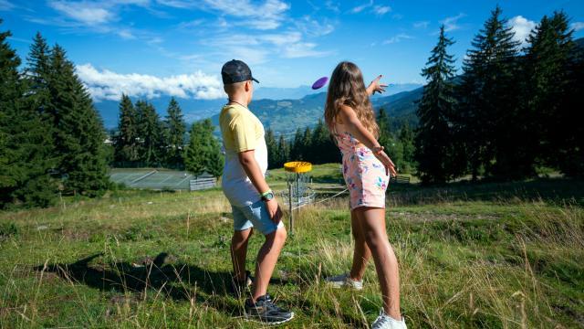 lancer de Disc-Golf aux 7 Laux