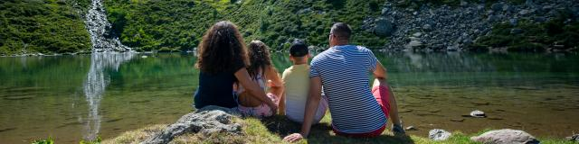 Famille au lac de la jasse aux 7 Laux