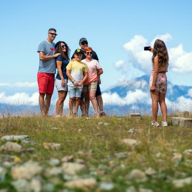 famille à la montagne aux 7 Laux