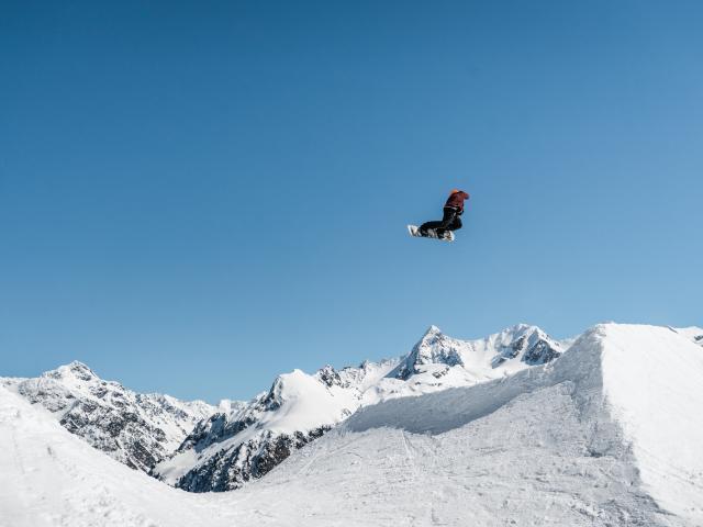 7-laux-snowpark-oakley