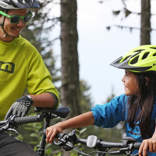 Balade en vélo électrique en famille aux 7 Laux
