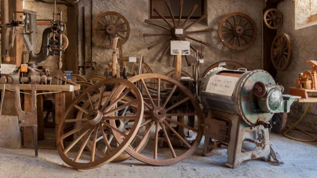 Roues de charettes musée la Comba Autrafé