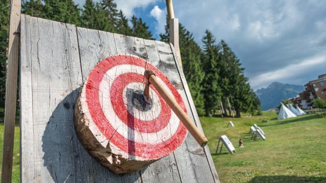 Lancer de hache dans une cible les 7 Laux
