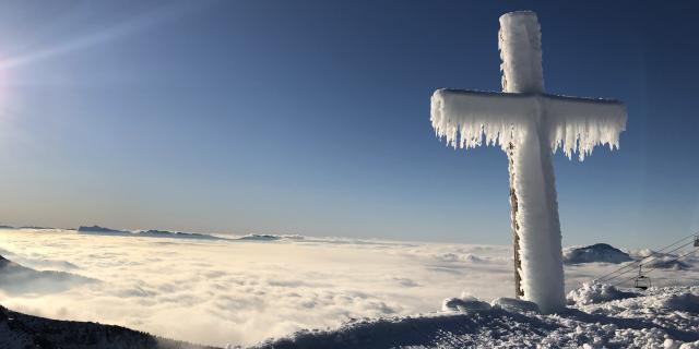 La Croix des 7 Laux en hiver