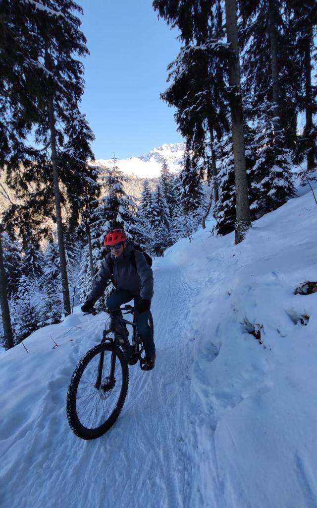 Fatbike éléctrique sur neige aux 7 Laux