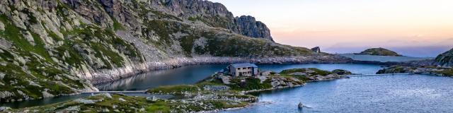 lac des 7 Laux avec vue sur le refuge des 7 Laux