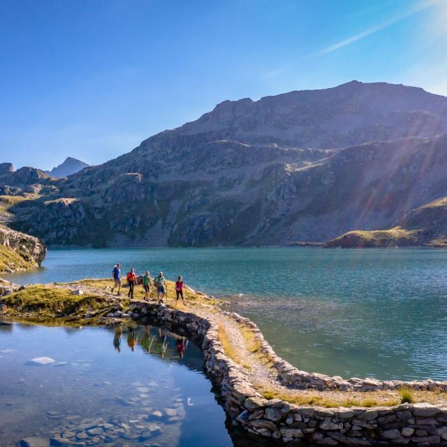 randonnée au lac des 7 Laux en été