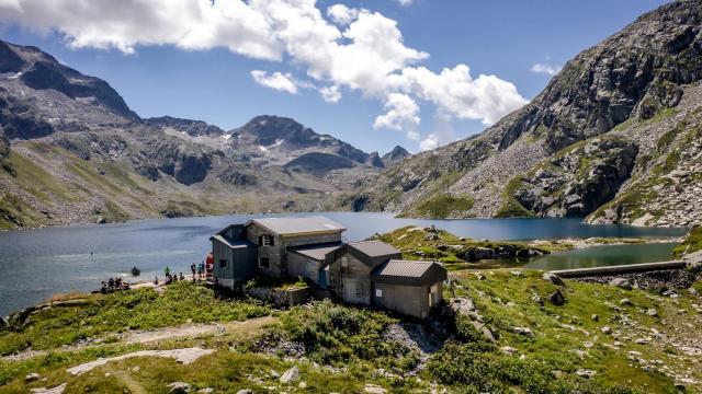 refuge des 7 Laux avec son lac