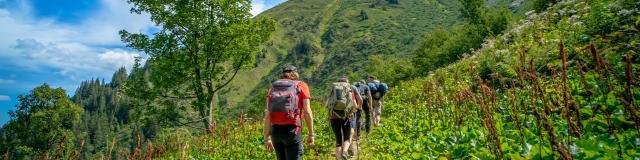 Randonnée en montagne en groupes aux 7 Laux