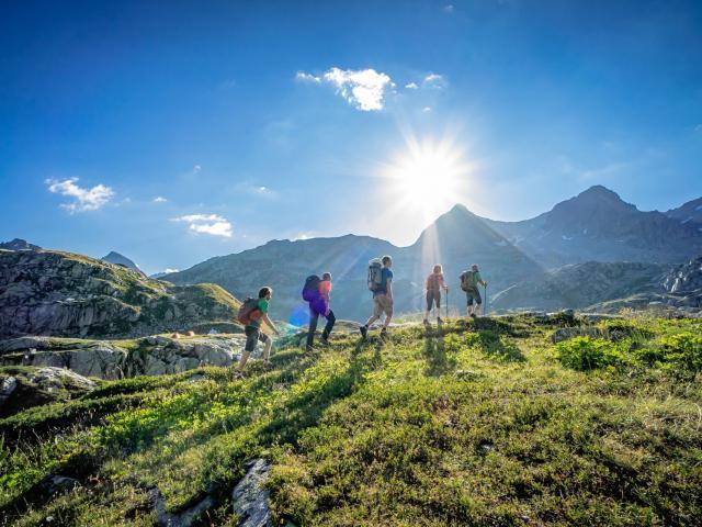 randonnee en montagne en été aux 7 Laux