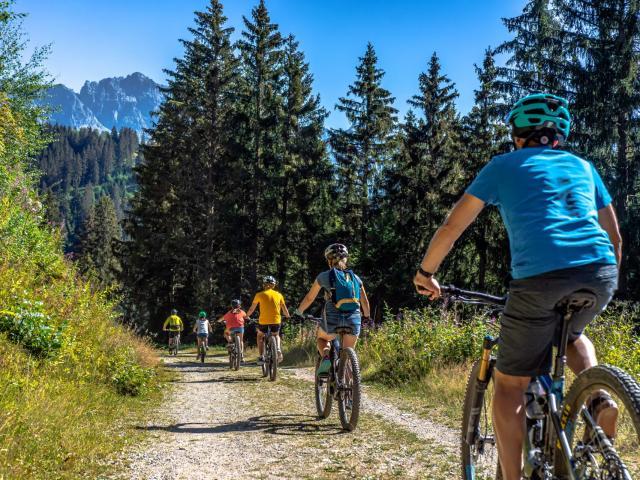 Balade en vélo à assistance éléctrique en famille