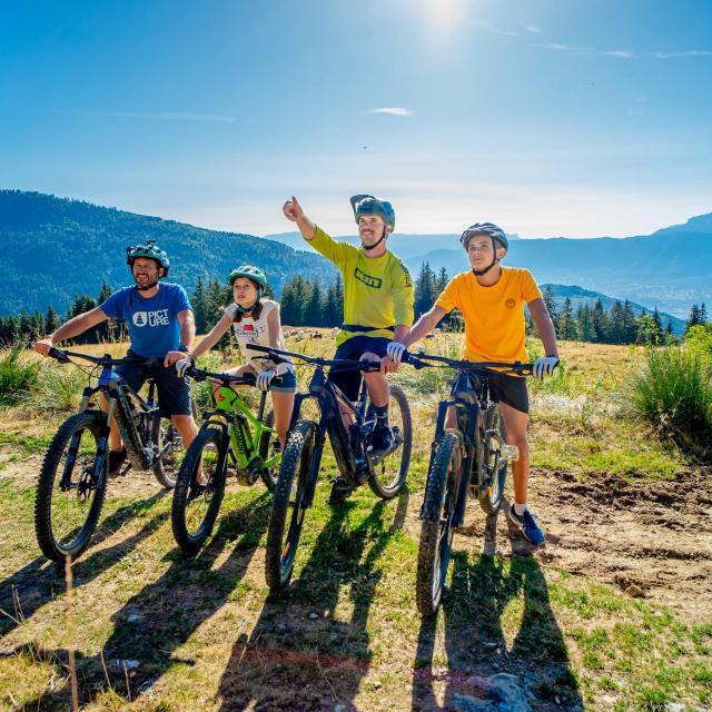 Balade en vélo à assitance électrique en famille