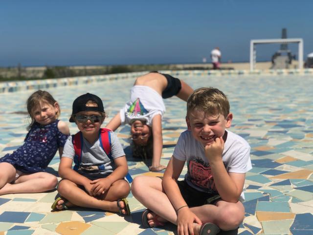Jeux d'enfants au Miroir d'Eau - Port Leucate