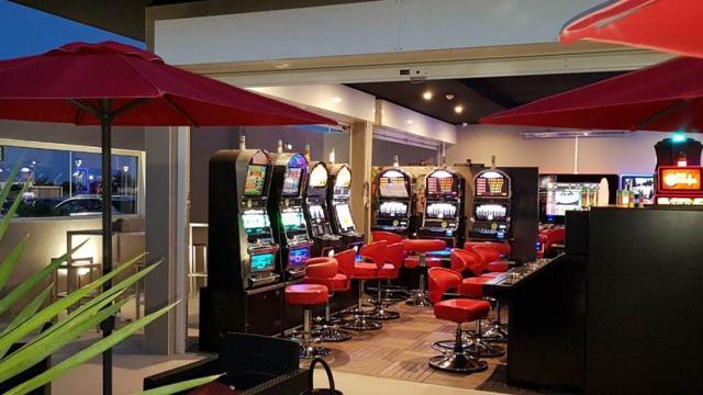 Terrasse des machines à sous du Casino Circus de Leucate