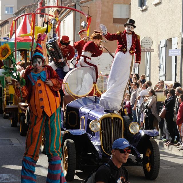 Sol Y Fiesta Parade