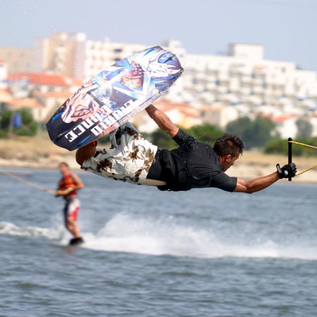 Figure en wakeboard
