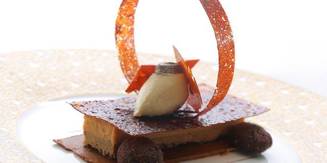 Photo d'un dessert au chocolat structuré du restaurant Le Grand Cap de Leucate