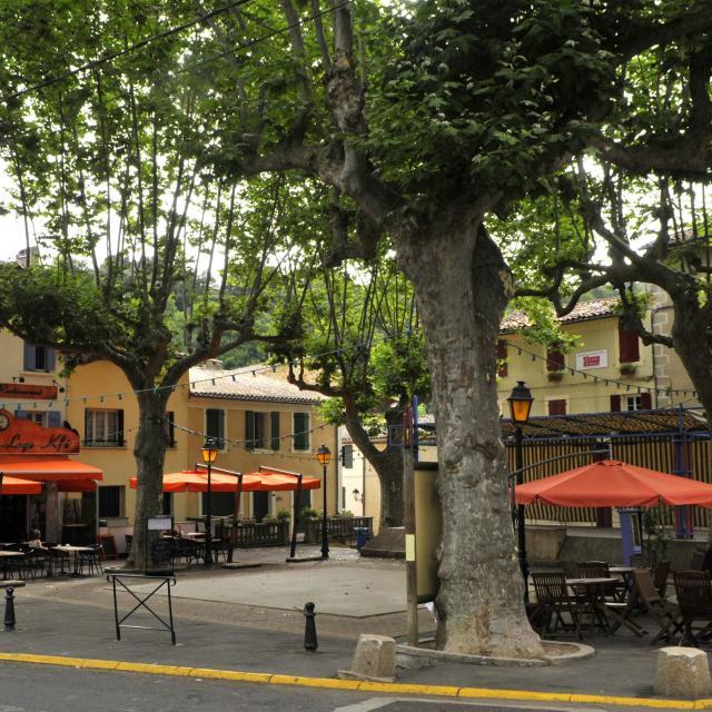 Place Des Deux Rennes Rennes Les Bains