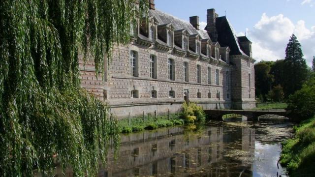 Chateau Le Kinnor A Fervaques Pres De Lisieux Douves