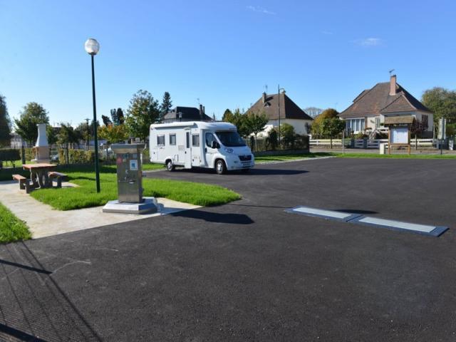 Aire Camping Cars Saint Cyr Du Ronceray