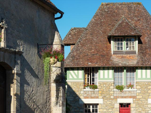 Cambremer, Place Du Village
