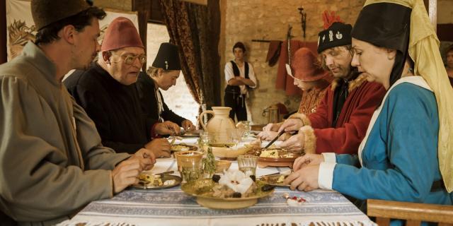 Les Médiévales Au Château De Crèvecoeur Banquet