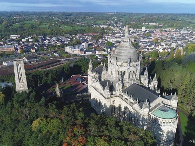 Vue aérienne de la Basilique de Lisieux