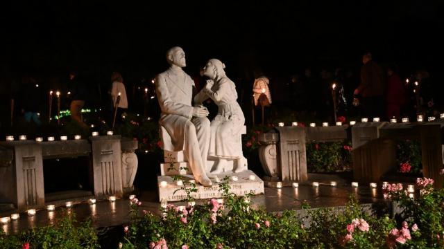 Buissonnets De Nuit Statue©sanctuairedelisieux